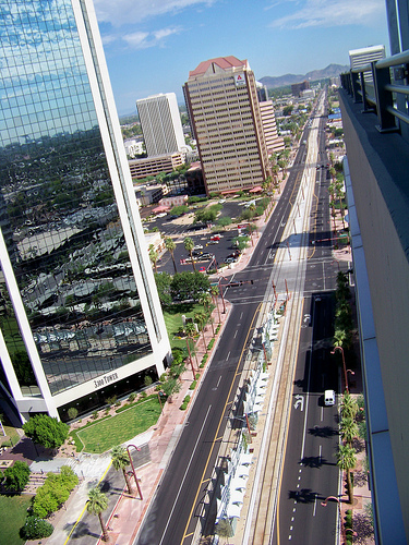Penthouse View of Phoenix, AZ median running LRT (photo: Flickr user Nick Bastian)