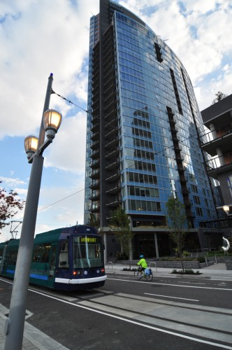 Portland Streetcar (image credit: Curt Ailes)