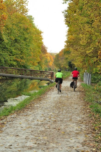 Cycling on the Central Canal (image credit: Curt Ailes)