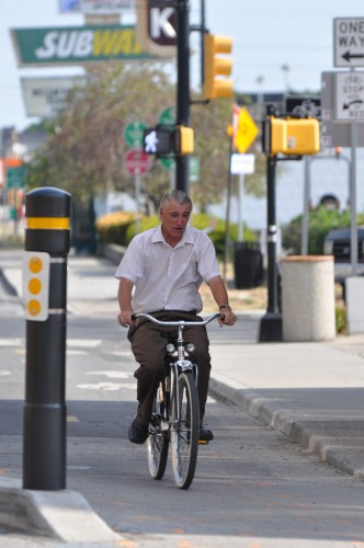 Cyclist on Shelby Street Bike Track (image credit: Curt Ailes)